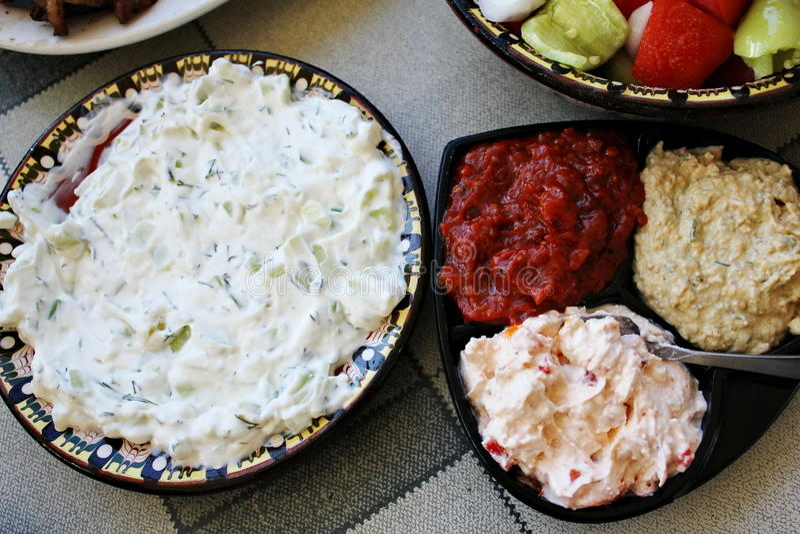 Saladas gregas tradicionais imagens de stock royalty free