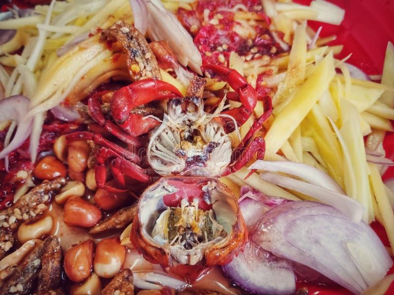 Salade épicée délicieuse de mangue photos stock