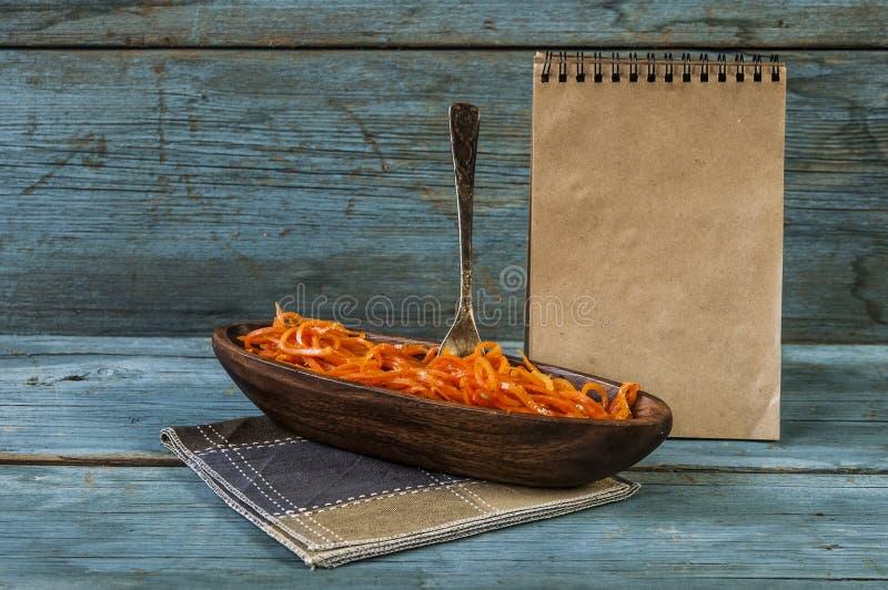 Salade épicée de carotte, style coréen asiatique photographie stock libre de droits
