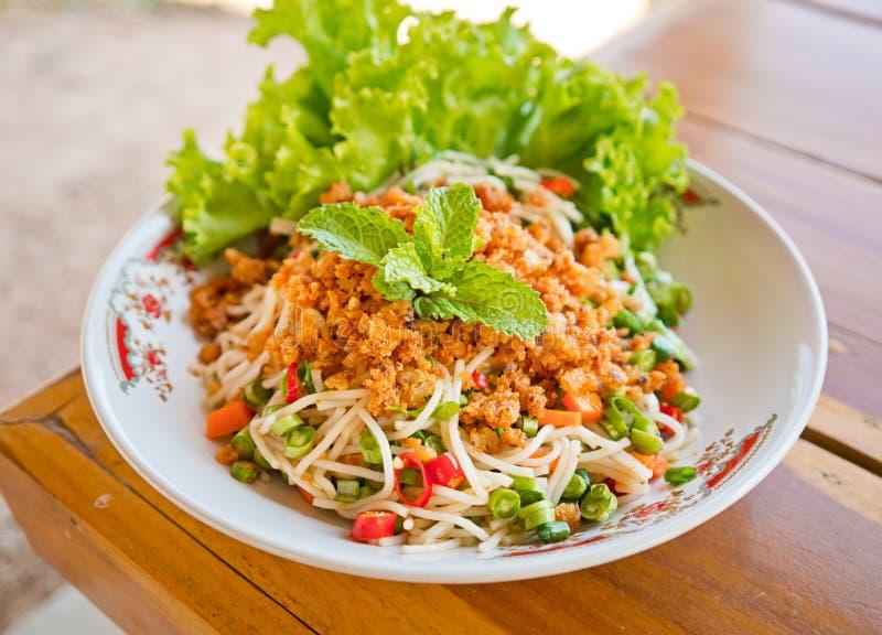 Salade épicée de vermicellis de riz image libre de droits