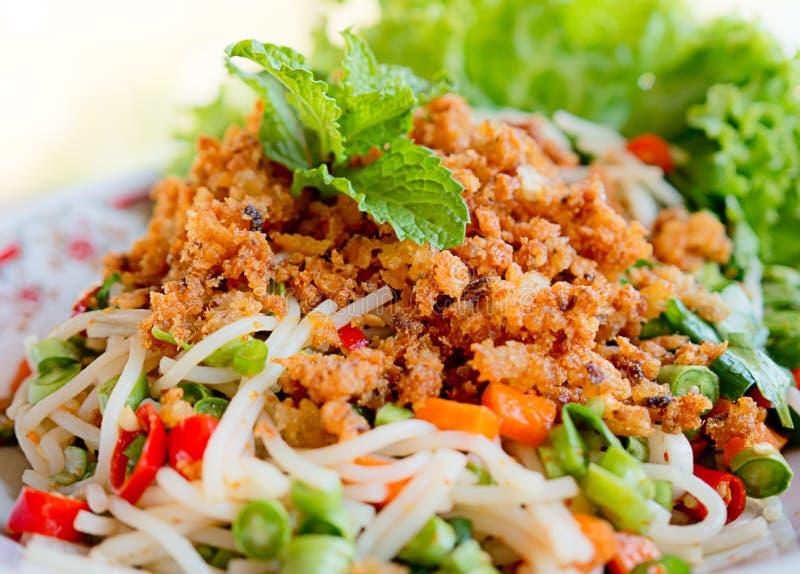 Salade épicée de vermicellis de riz image stock