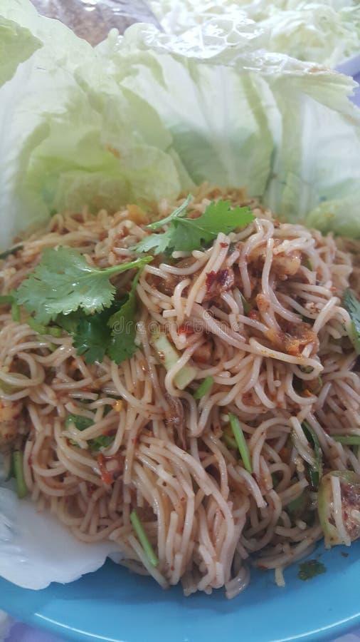 Salade épicée de vermicellis de riz photographie stock libre de droits