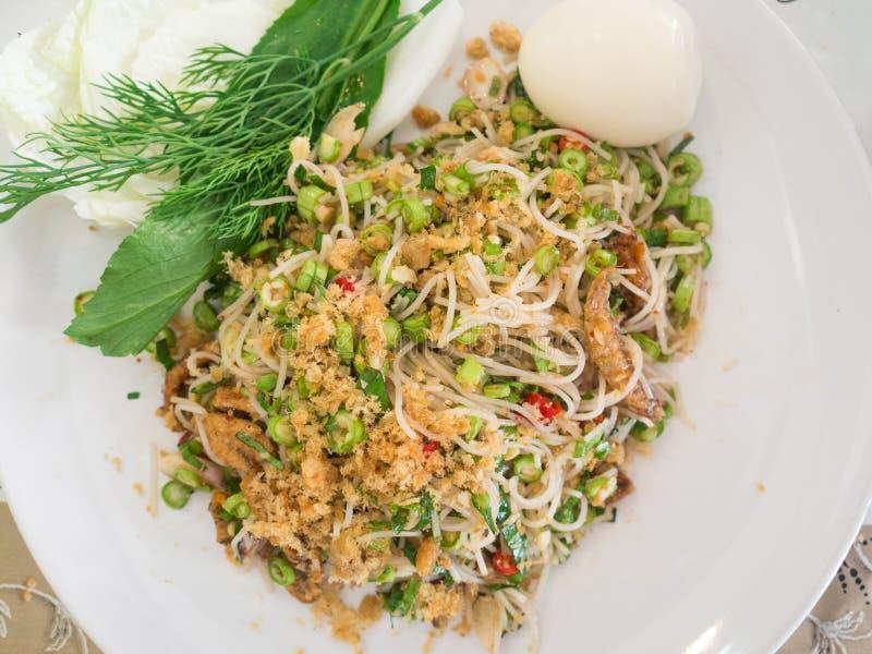 Salade épicée de vermicellis de riz, style thaïlandais photographie stock