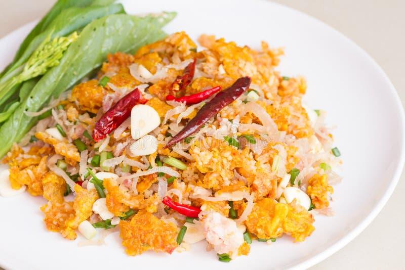 Salade épicée des croquettes de riz au curry photographie stock