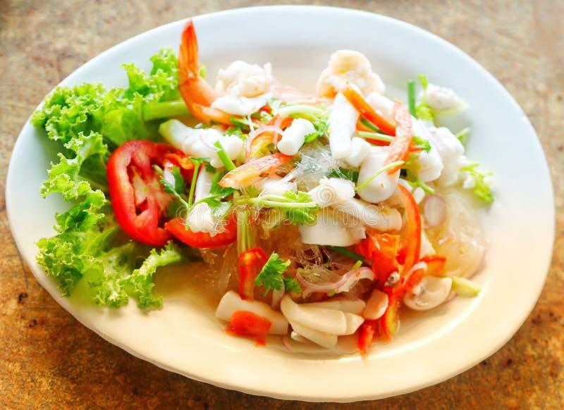 Salade ?pic?e tha?landaise Yum Talay de fruits de mer images libres de droits