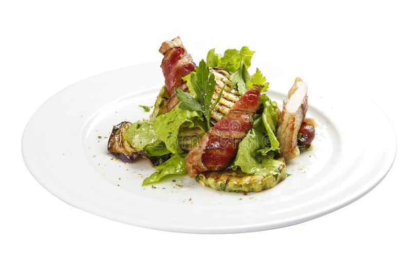 Salade 'Warsteiner ' Warme salade met geroosterd bacon, courgette en aubergine royalty-vrije stock afbeelding
