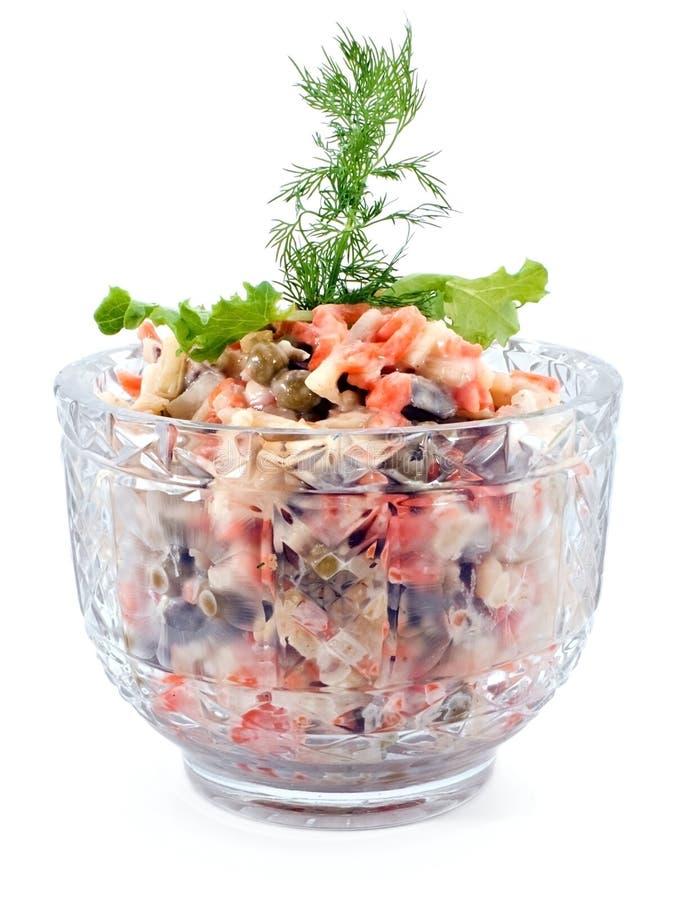 Salade avec de la viande, le raccord en caoutchouc, les becs d'ancre et la pomme de terre de foie image stock