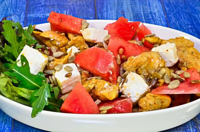 Salade avec du blanc de poulet photographie stock libre de droits