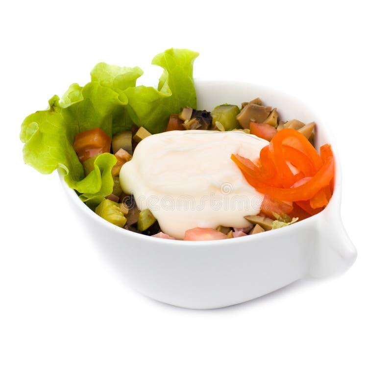 Salade avec du fromage d'isolement sur le blanc photo libre de droits