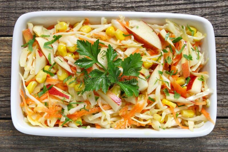 Salade avec le chou frais photos stock