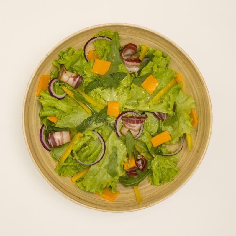 Salade avec le lard images stock