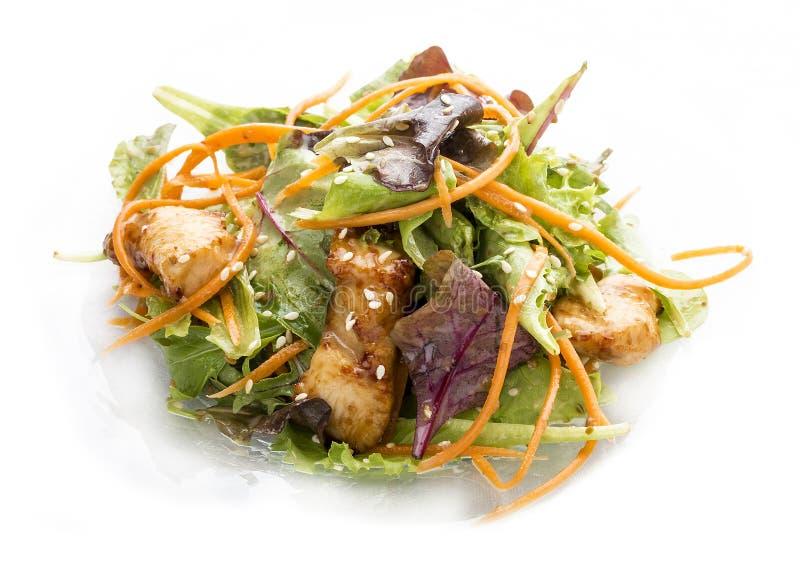 Salade avec le poulet Teriyaki et les l?gumes image stock