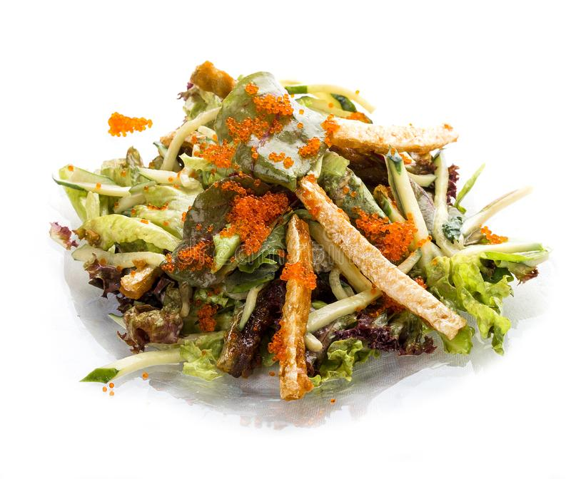 Salade avec le ventre des oeufs de poissons saumonés et volants Déjeuner asiatique photo libre de droits