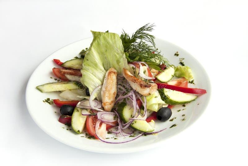 Salade avec les légumes et le poulet images libres de droits