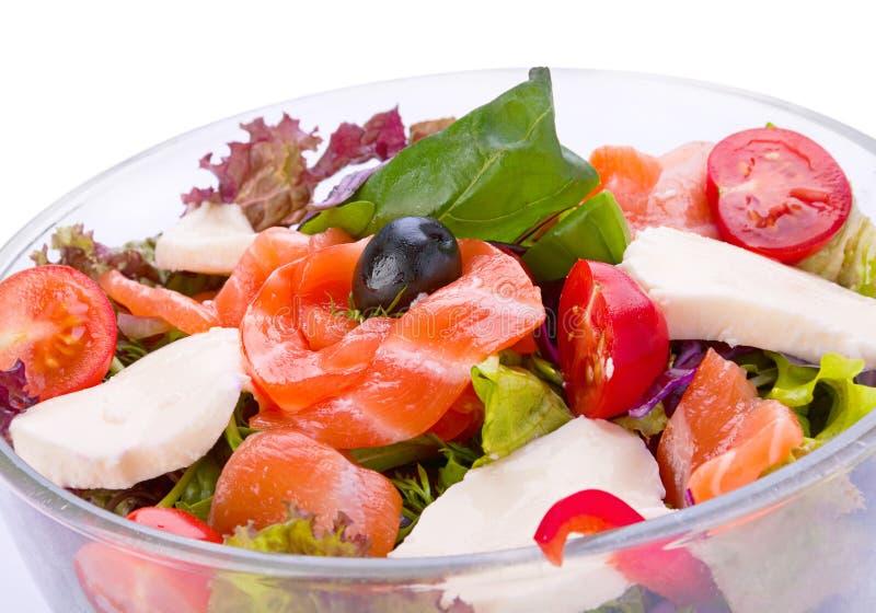 Salade avec les poissons rouges photos stock