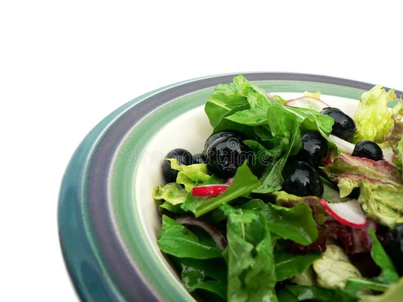 Salade in ceramische kom. royalty-vrije stock afbeelding