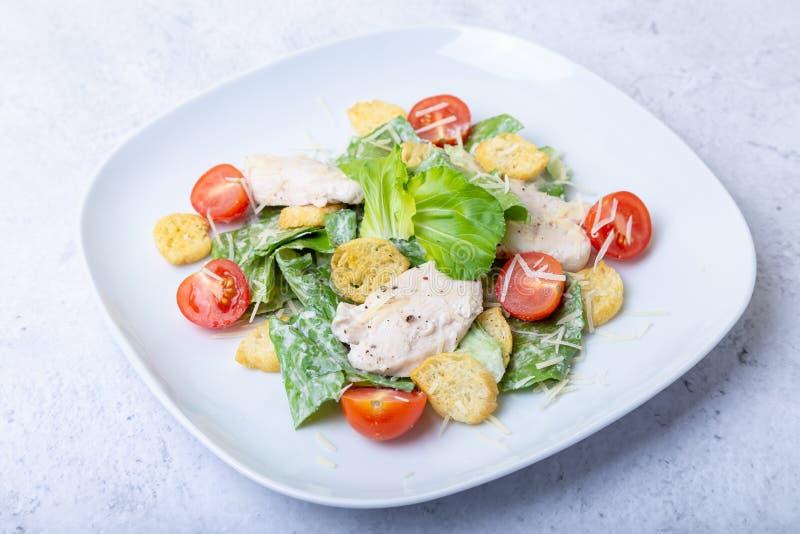 Salade cesar de César avec le poulet photographie stock