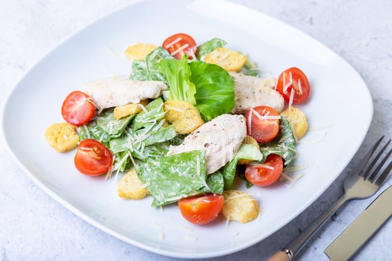 Salade cesar de César avec le poulet image stock