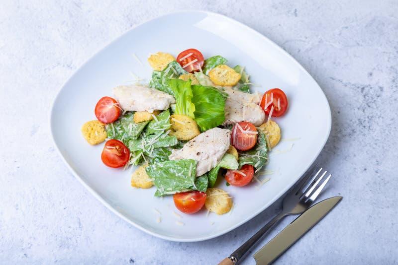 Salade cesar de César avec le poulet images stock