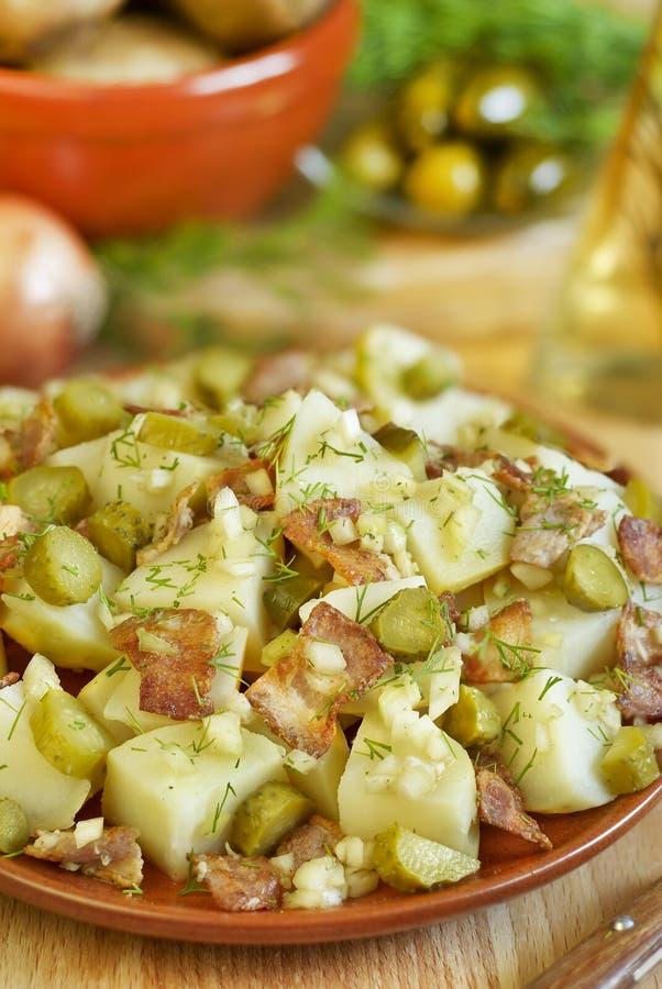 Salade chaude avec le lard photographie stock