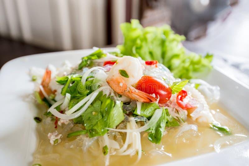 Salade chaude et épicée de fruits de mer photographie stock libre de droits