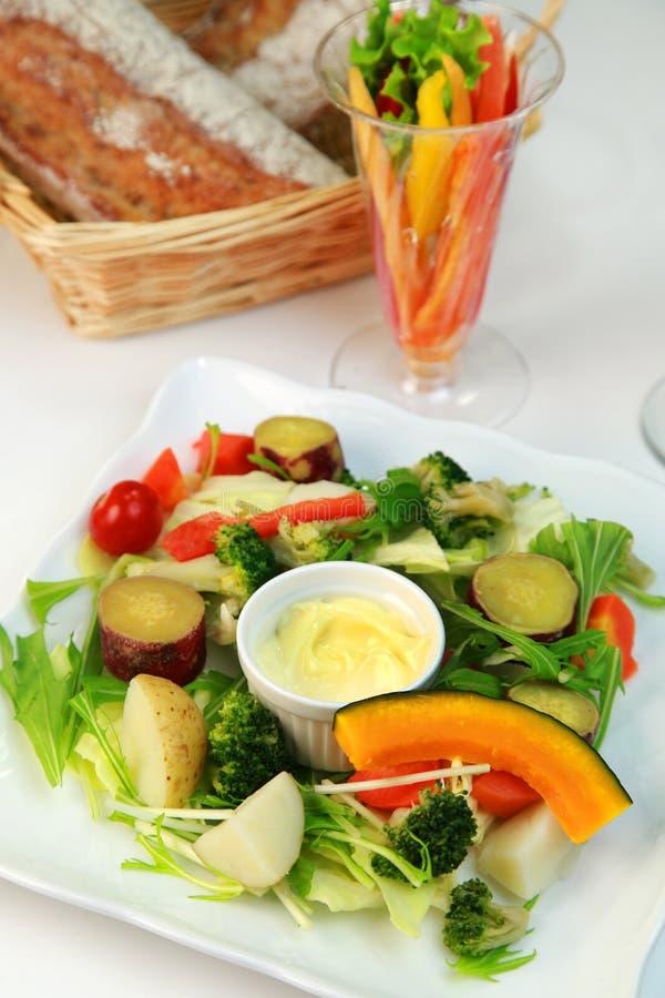 Salade cuite à la vapeur de légumes photos libres de droits