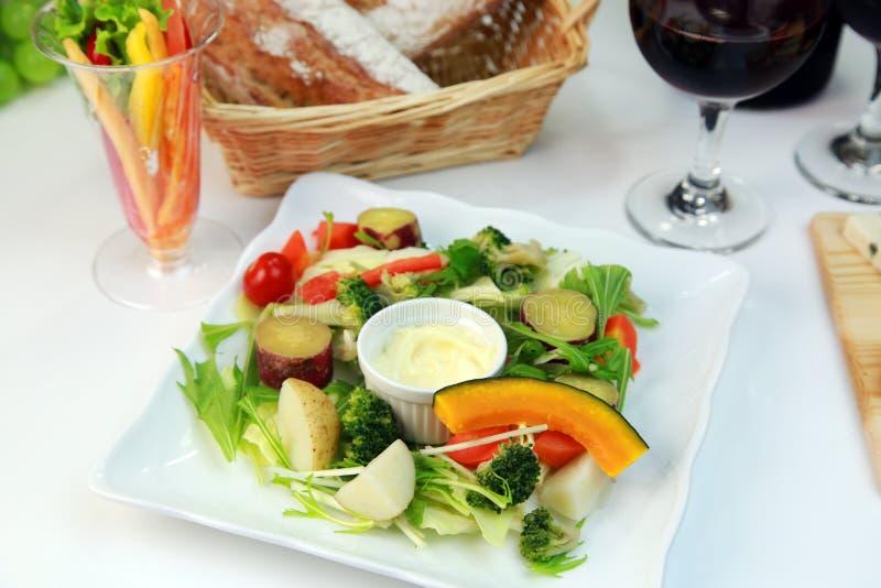 Salade cuite à la vapeur de légumes images stock