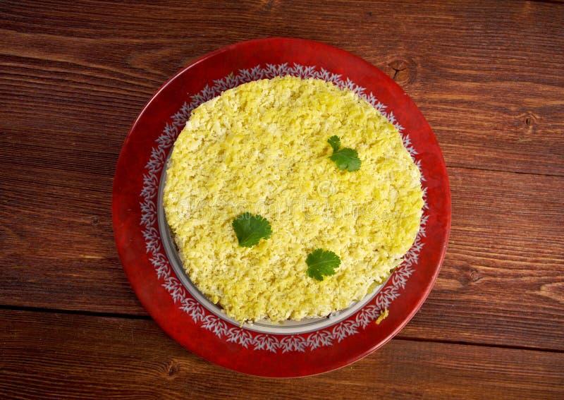 Salade délicieuse avec le foie de morue image libre de droits