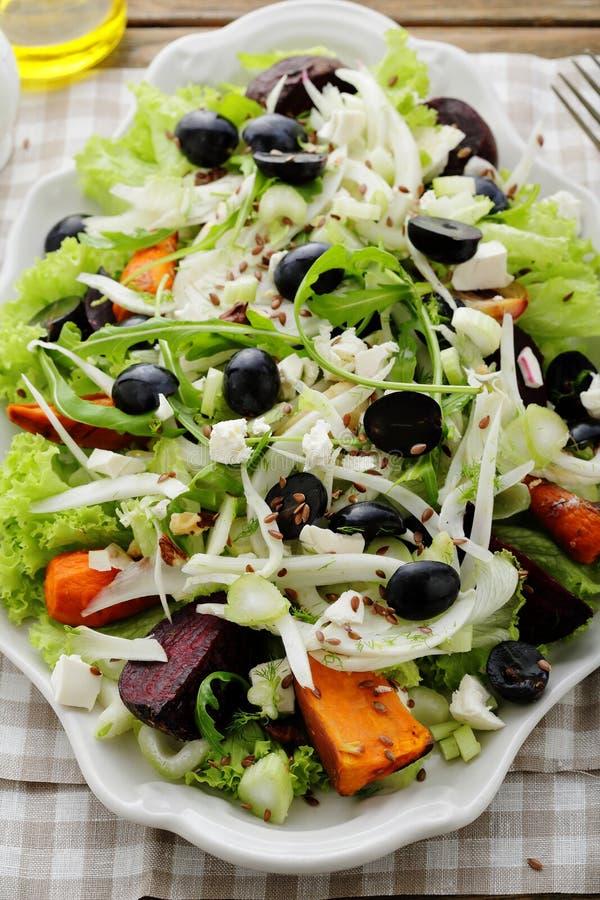 Salade d'hiver avec le fenouil image stock