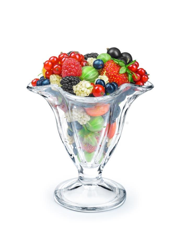 salade de baie dans un bol en verre photos libres de droits