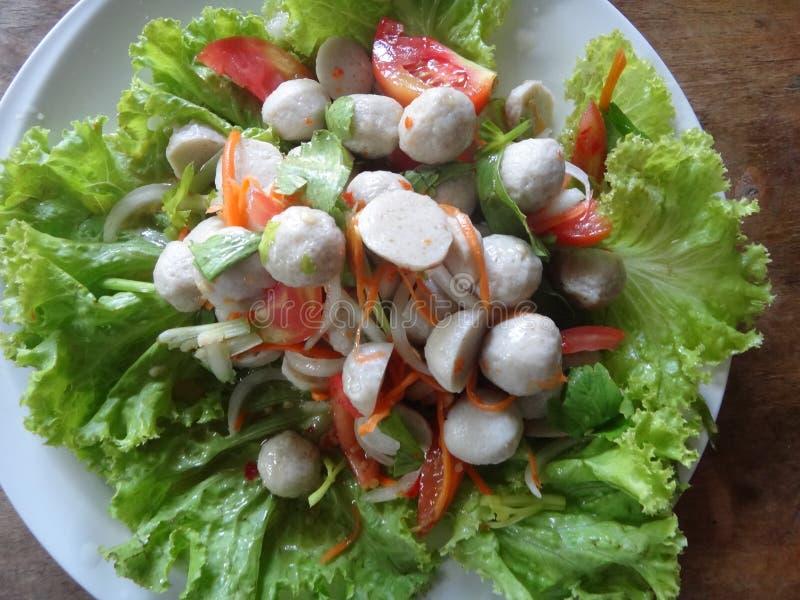 Salade de boule de poissons photo libre de droits