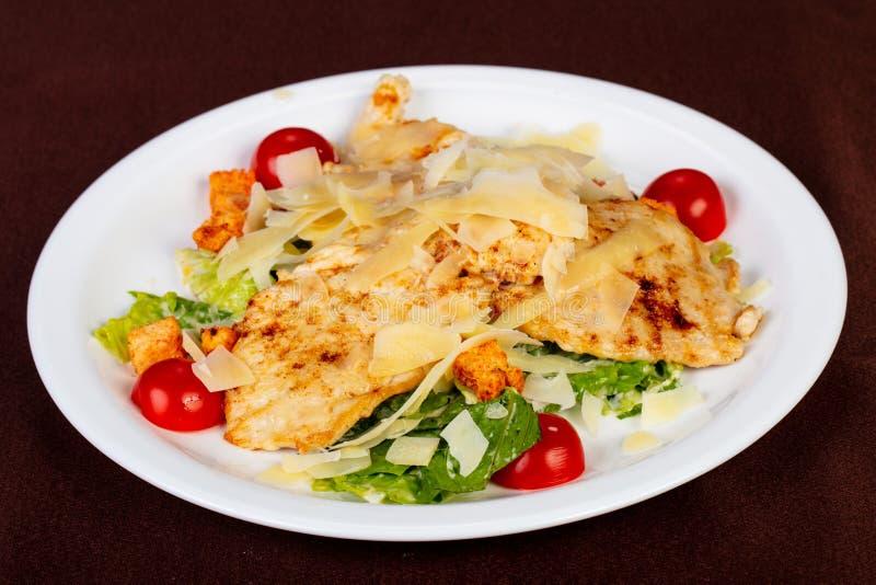 Salade de César avec le poulet photos stock