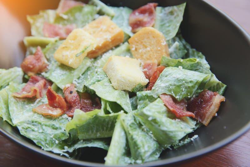 Salade de César d'une plaque photographie stock