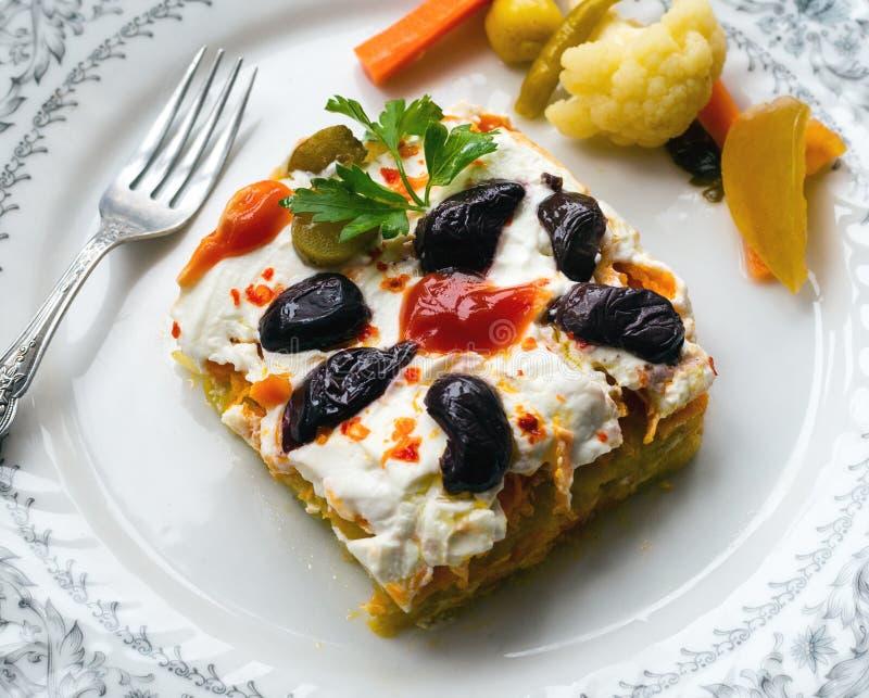 Salade de carotte et de pomme de terre avec du yaourt image libre de droits