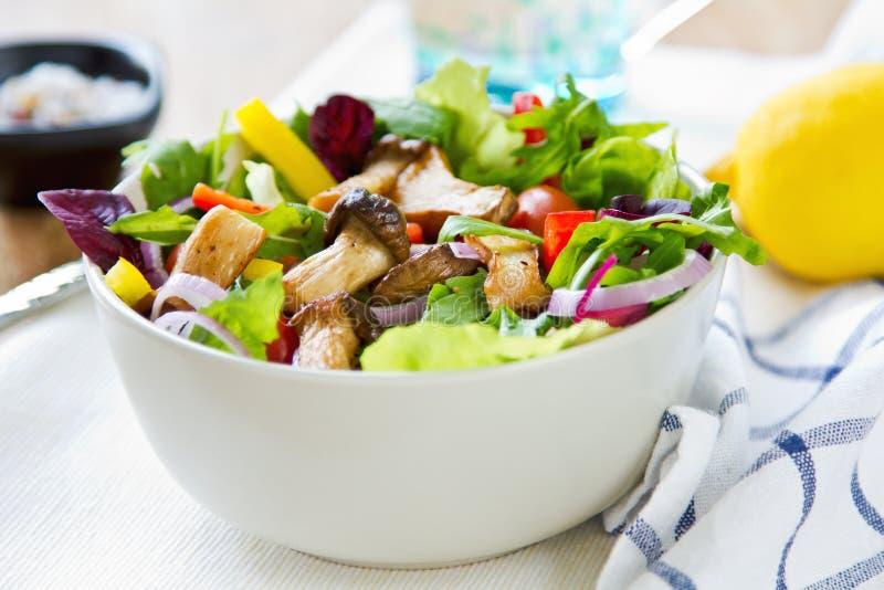 Salade de champignon photographie stock libre de droits
