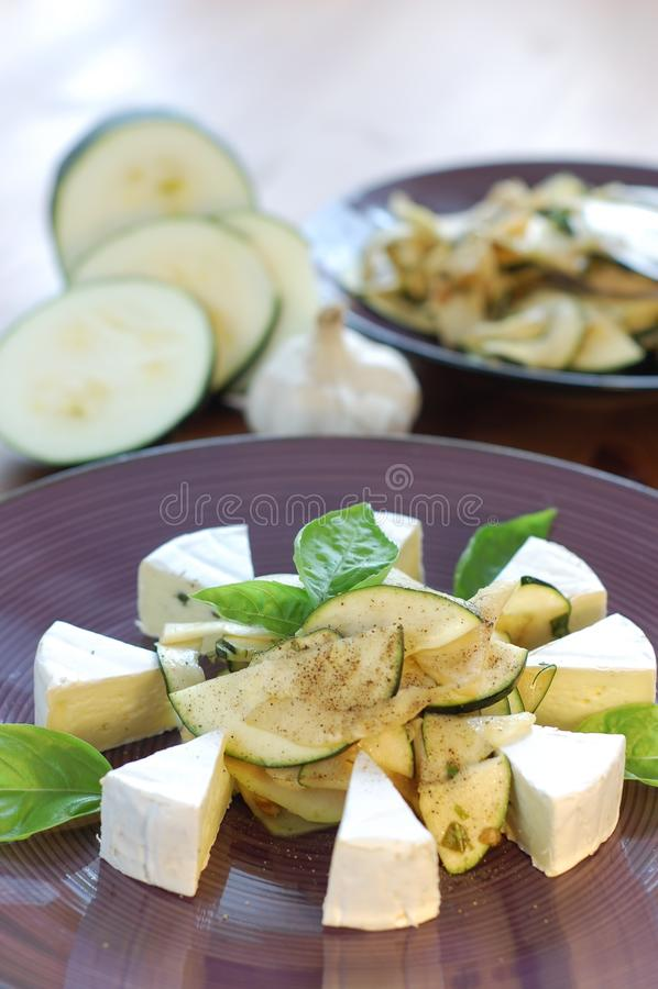 Salade de chou-rave avec du fromage photos libres de droits