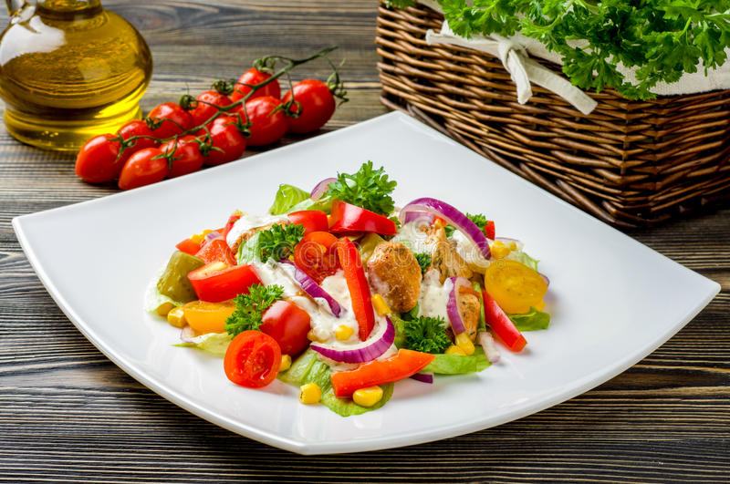 Salade de compas gyroscopiques de poulet photo stock
