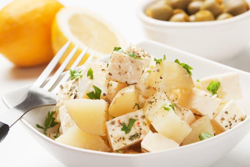 Salade de fromage et de pomme de terre images stock