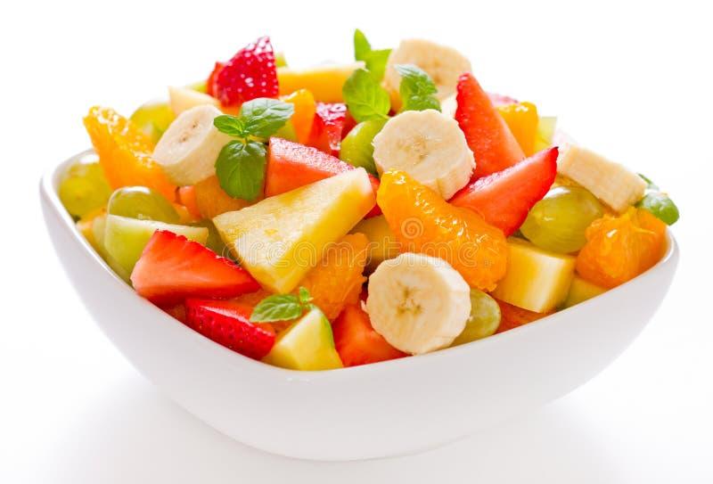 Salade de fruits dans la cuvette photographie stock