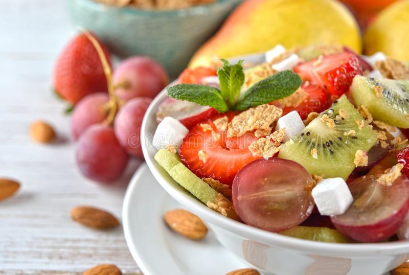 Salade de fruits di?t?tique photo stock