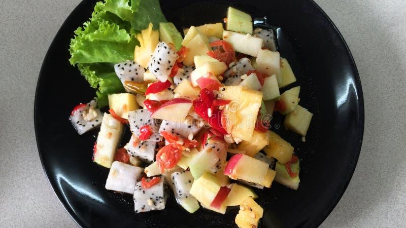 Salade de fruits mélangée thaïlandaise épicée délicieuse images stock