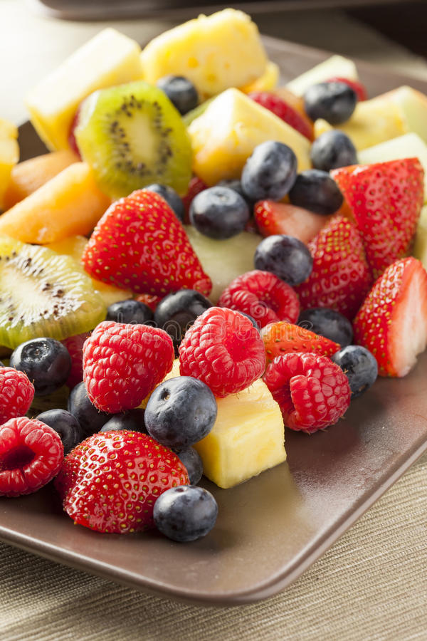 Salade de fruits organique fraîche photos stock