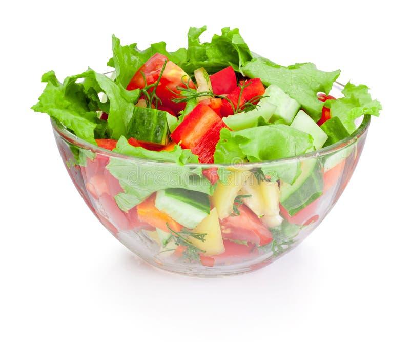 Salade de légume frais dans le bol en verre d'isolement sur le fond blanc images libres de droits
