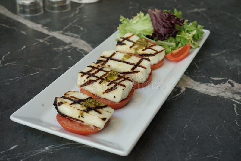Salade de mozzarella de tomate image libre de droits