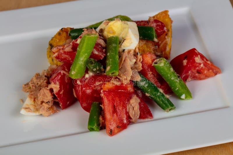 Salade de Nicoise avec le thon images libres de droits