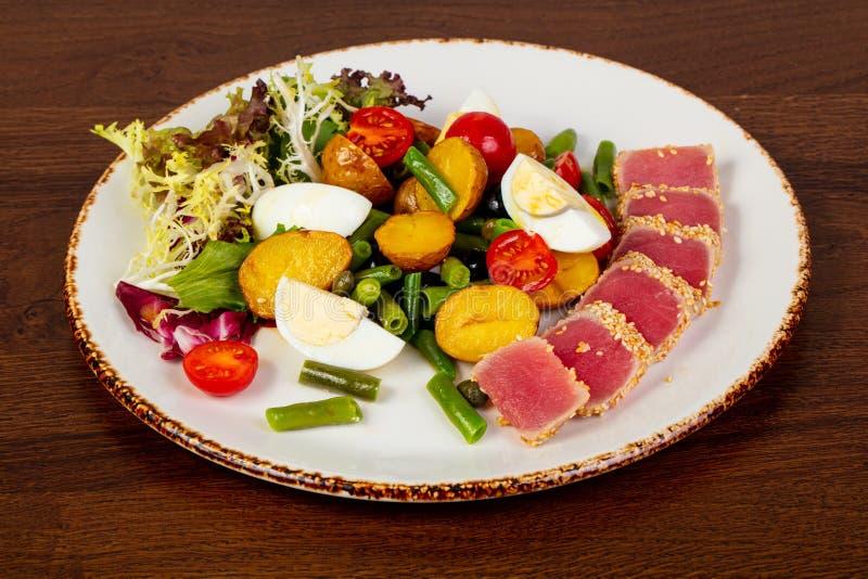 Salade de Nicoise avec le thon photos libres de droits
