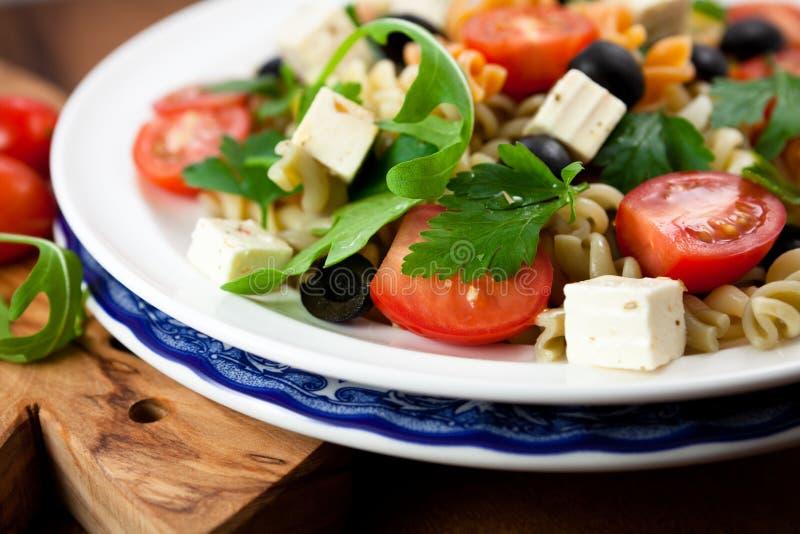 Salade de pâtes avec du feta images libres de droits