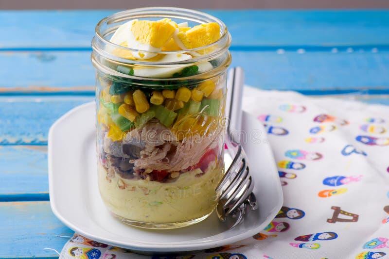 Salade de pot de maison d'été image libre de droits
