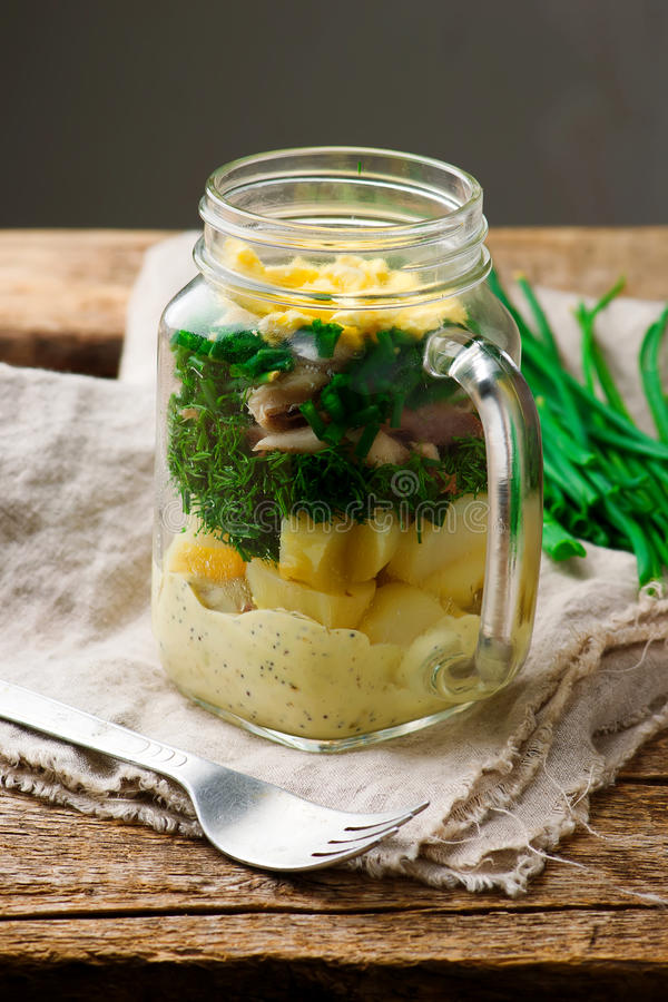 Salade de pot de maison d'été photos libres de droits