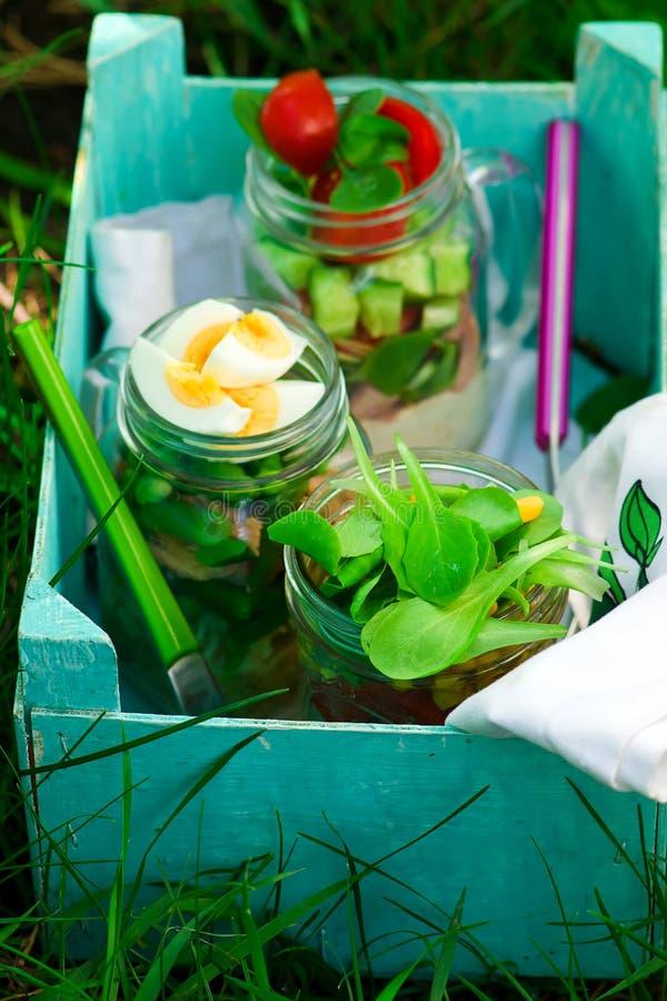 Salade de pot de maison d'été Lumière extérieure image stock
